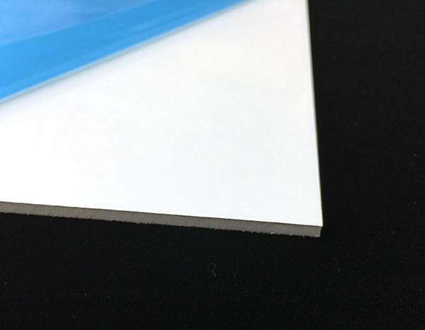 アルミ複合板の表面